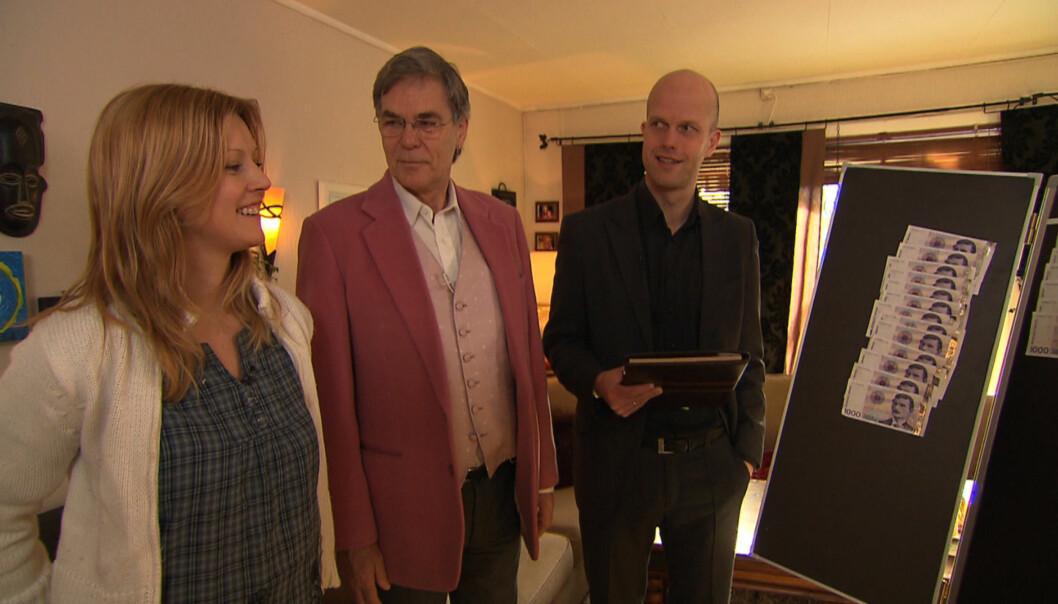 <strong>FÅR SPARETIPS:</strong> «Luksusfellen» økonomieksperter Christian Vennerød og Hallgeir Kvadsheim gir Kristina Mitacek klar beskjed om å kutte ned på forbruket, når de får høre om hennes kredittkortgjeld i onsdagens utgave av «Luksusfellen». Foto: TV3