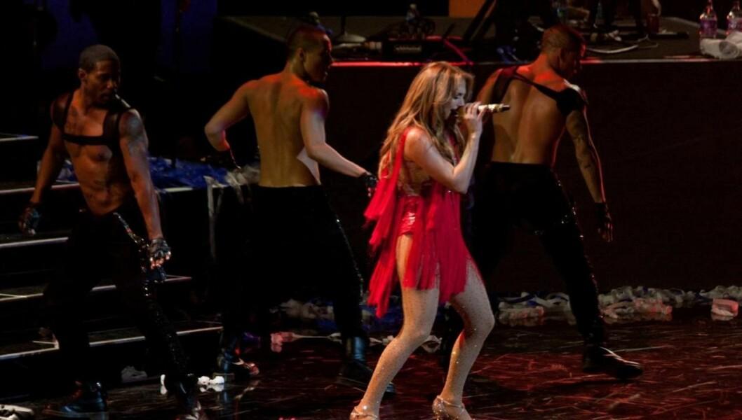 KOSTE SEG: - Hun lo masse, og elsket det hun så, sier en kilde om lapdancen Jennifer Lopez fikk av en av sine dansere etter konserten hun nylig holdt i Las Vegas. Foto: All Over Press