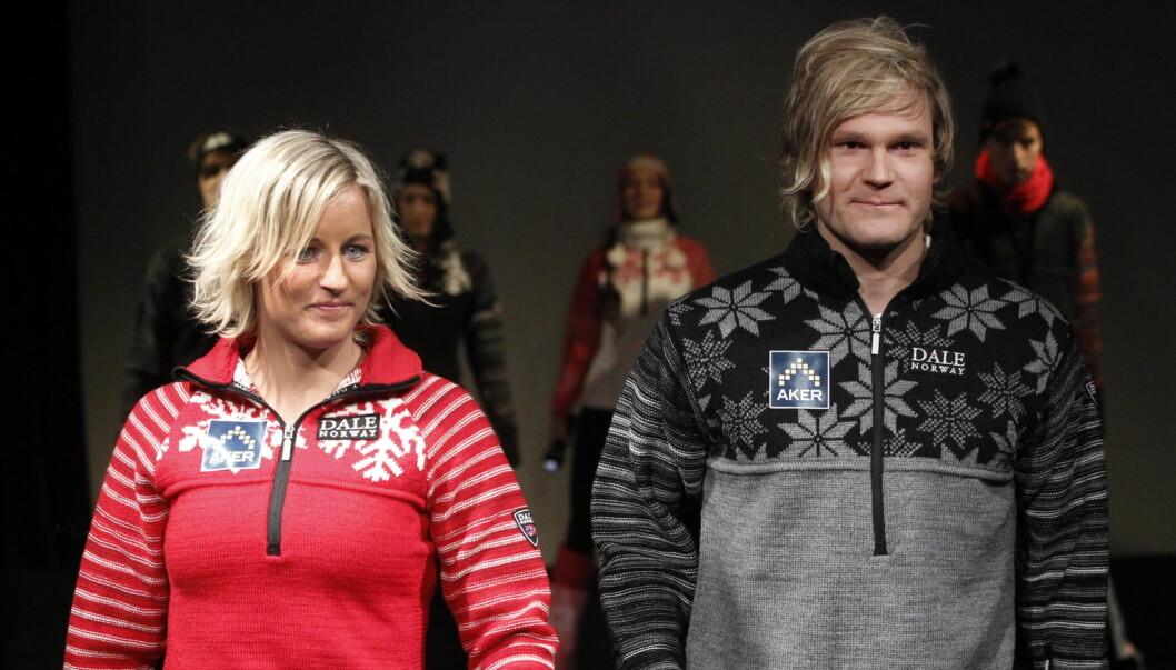 PÅ CATWALKEN: Vibeke Skofterud og Øystein «Pølsa Pettersen går på catwalken onsdag, under en motevisning for «Dale of Norway».  Foto: Stellapictures