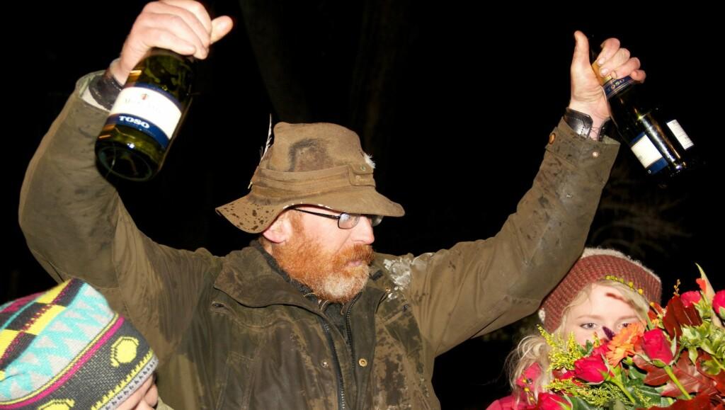 DYR SEIER: Tommy Rodahl vant «Farmen» i vår, men har oppføringen av hytta han vant, koster ham om lag en halv million kroner. Så langt har det gått, at Rodahl så seg nødt til å selge bilen han også vant gjennom programmet. Foto: Alex Iversen/TV 2
