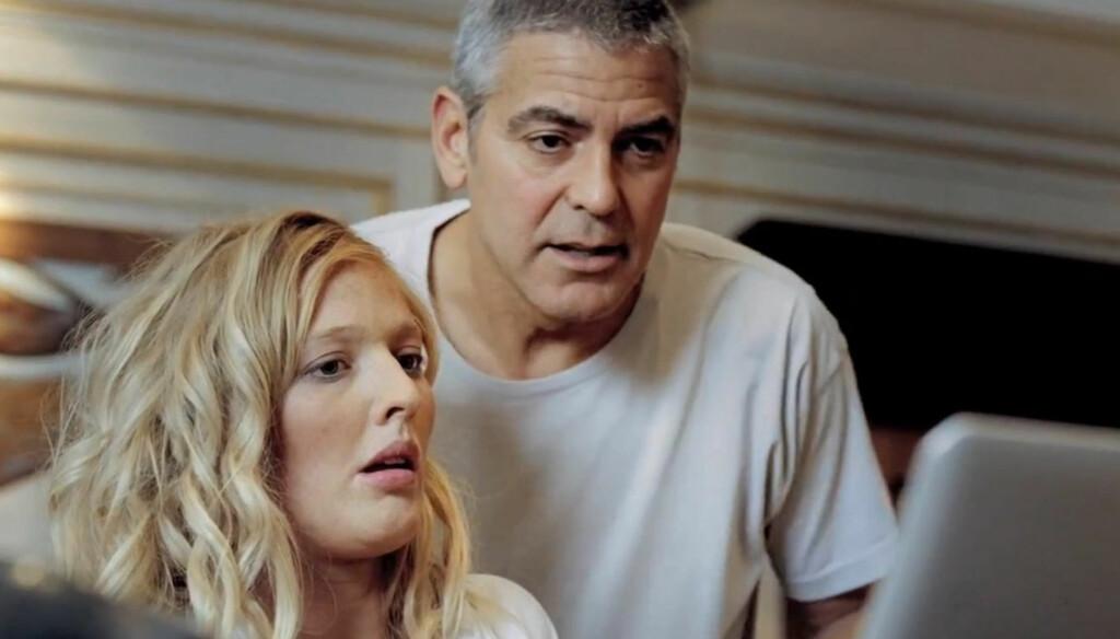 GA MERSMAK: - Vanligvis når jeg gjør en reklamefilm har jeg bare folk eller ting i bakgrunnen, så det var flott å spille med noen, sier George Clooney om sin rolle i DnB Nors reklamefilm. Foto: Fra reklamefilmen