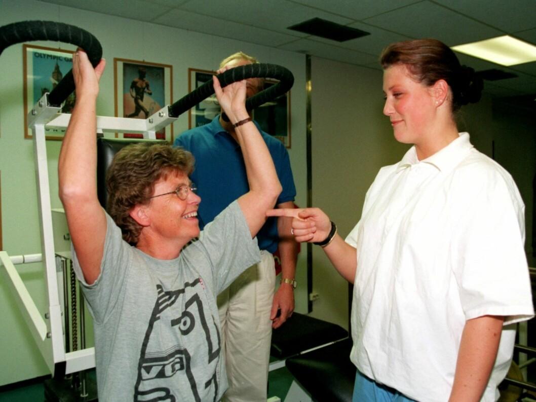 <strong>UTDANNELSE:</strong> Prinsesse Märtha Louise er utdannet som fysioterapeut. Her er hun i forbindelse med sin observasjonspraksis fra høyskolen.     Foto: Scanpix