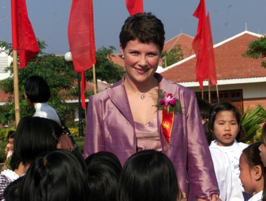 <strong>OFFISIELT OPPDRAG:</strong> Prinsesse Märtha Louise sammen med mange barn etter at hun åpnet en ny SOS barneby i Viet Tri , 15 mil nord for Hanoi.   Foto: SCANPIX