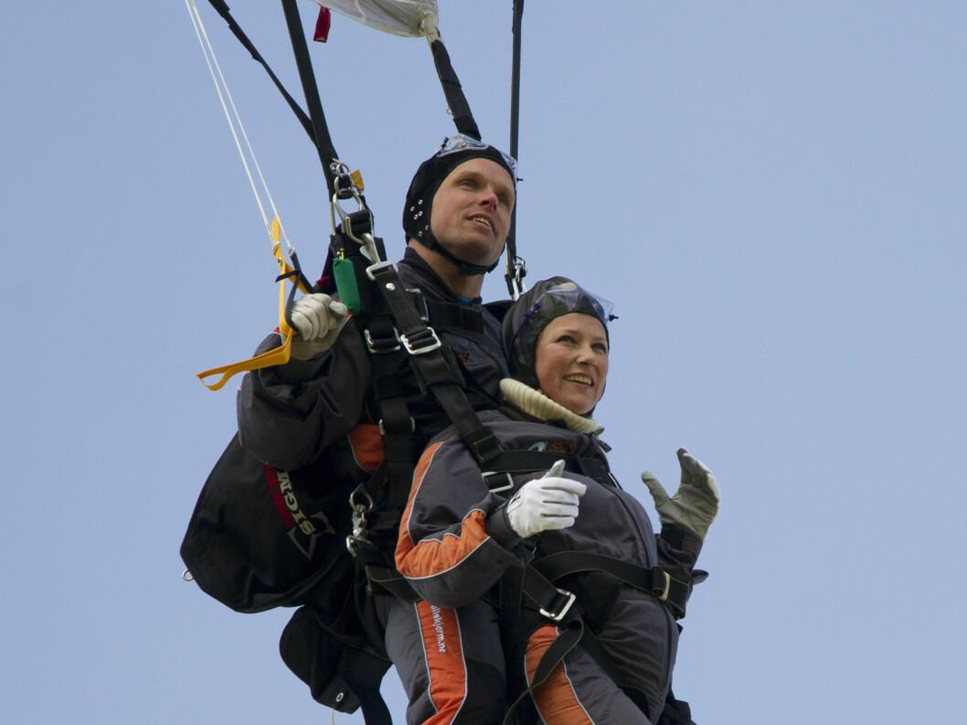 <strong>SPORTY:</strong> Märtha gjør ofte ting man ikke forventer seg av en prinsesse. Her hopper hun i fallskjerm i mai tidligere i år. Foto: Stella Pictures