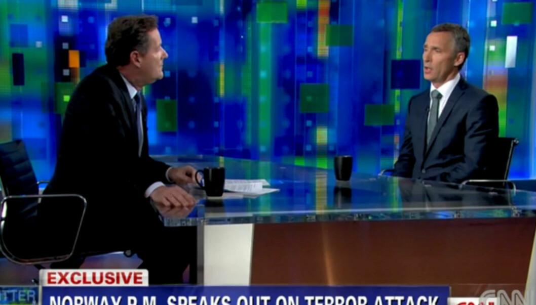 INTERNASJONAL OPPMERKSOMHET: Jens Stoltenberg ble blant annet spurt om terroraksjonene 22. juli og Obamas forslag til ny skattepolitikk, da han mandag besøkte CNN-stjernen Piers Morgans program «Piers Morgan Tonight». Foto: CNN