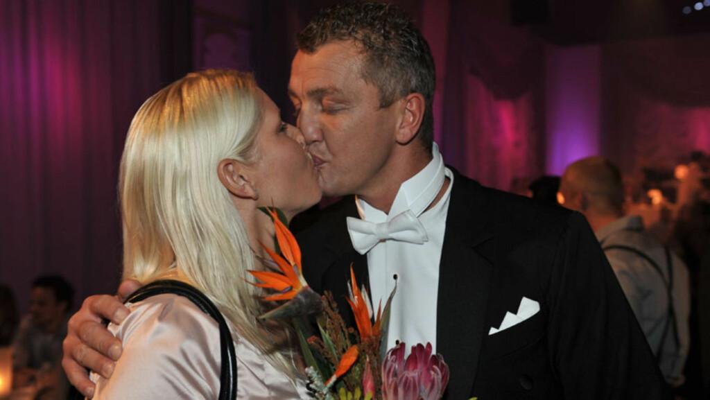 GIFTET SEG: Ole «Lukkøye» Klemetsen giftet seg med sin Hege Adele på Maldivene - på sin egen bursdag! Her er paret avbildet under «Skal vi danse» i 2009.   Foto: Stella Pictures