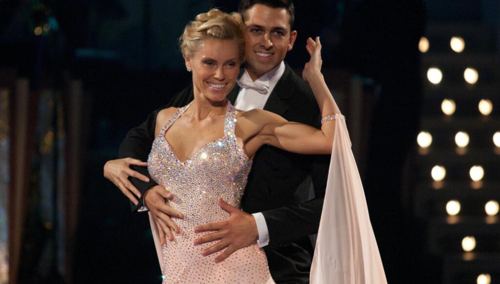 PARTNERE: Anna Anka og partneren Glenn Jørgen Sandaker danset engelsk vals til «Dancing like lovers» av Mary McGregor. Foto: FAME FLYNET