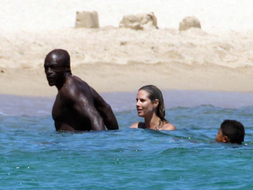 SVØMTE: Familiekjærligheten blomstrer - også i vannet! Foto: All Over Press