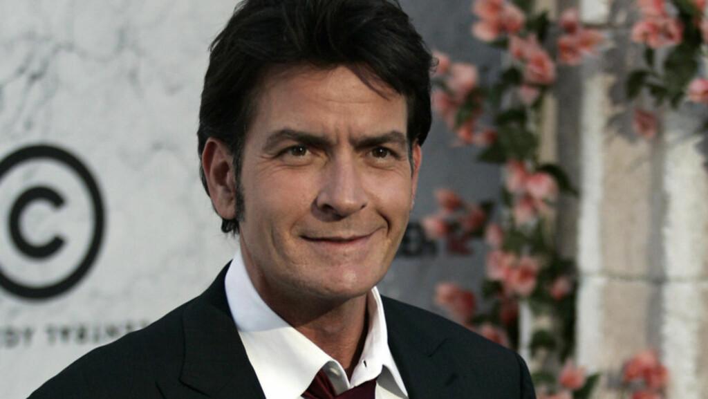 REN OG RYDDIG: Ifølge seg selv har Charlie Sheen begynt å føre et mer roligere liv den siste tiden, med familie og harmoni i fokus - fremfor pornostjerner og kokain. Det kan bli spennende å se hvor lenge det varer... Foto: Fame Flynet