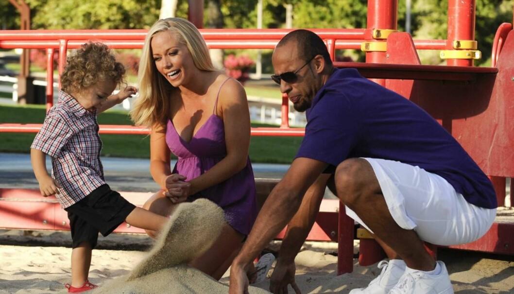 SPILL FOR GALLERIET: Foran reality-kameraene har Playboy-modellen Kendra Wilkinson og hennes ferske ektemann Hank Baskett hatt et tilsynelatende perfekt liv. Men nå avslører Kendra at hennes depresjon flere ganger har holdt på å ødelegge ekteskapet.  Foto: All Over Press