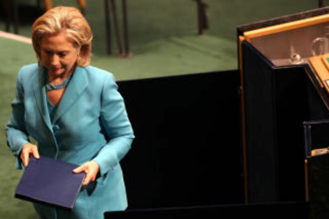 <strong>TROR KLIMAENDRINGENE HAR SLÅTT INN:</strong> USAs utenriksminister Hillary Clinton på podiet i FN-bygningen 19. august, der flomkatastrofen i Pakistan var tema. Foto: Spencer Platt/Getty Images/AFP/ SCANPIX.