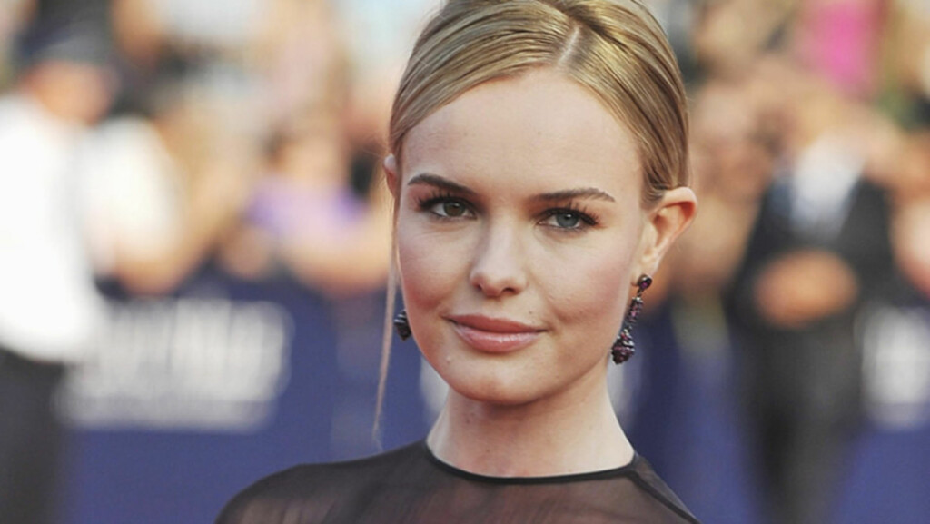 MYE ALENE: Skuespiller Kate Bosworth har gått fra å være en ensom bokrom og til å bli et av Hollywoods hetere navn. Her er hun avbildet under åpningen av Deauville American Film Festival i Frankrike fredag 2. september.  Foto: All Over Press