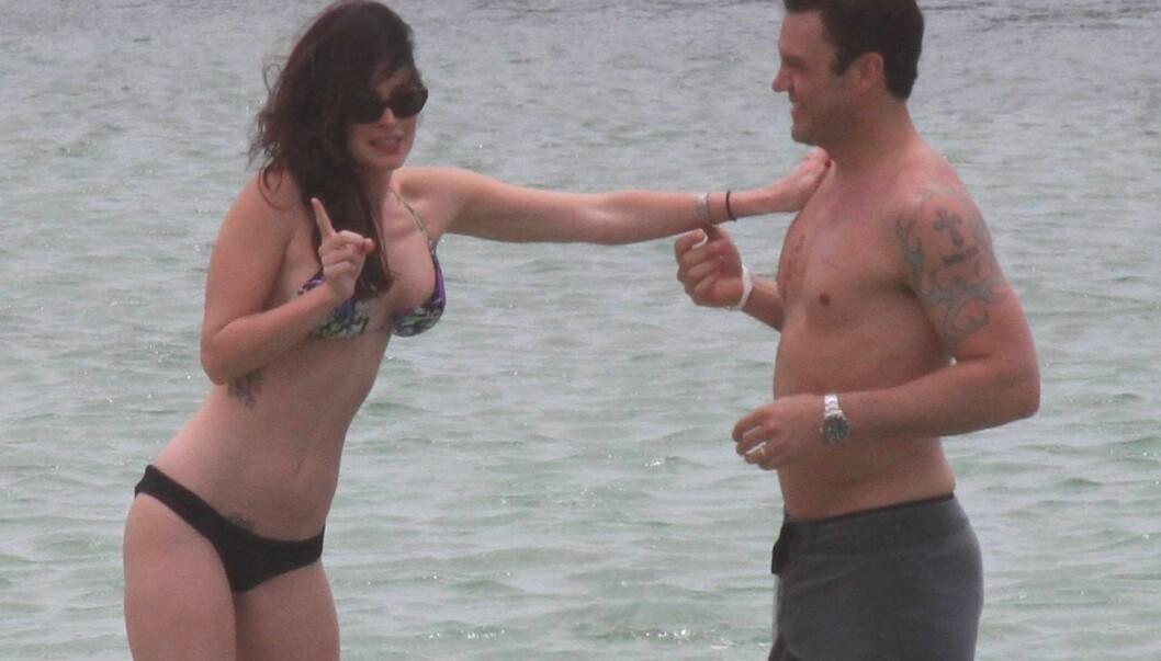 <strong>SUNN:</strong> Megan Fox ser sunnere ut enn på lenge. Her på Hawaii sammen med ektemannen Brian Austin Green. Foto: All Over Press