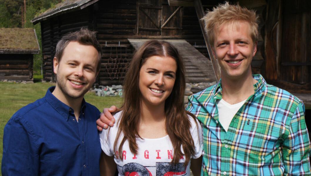 TRYGGE PROGRAMLEDERE: Alexander Nyhagen og Fritjof Nilsen leder «Gøy på landet» med overbevisning - men kunne kanskje dempet «moro for onga»-faktoren noe. Her med byjenta Camilla Carlsen (22). Foto: TVNorge