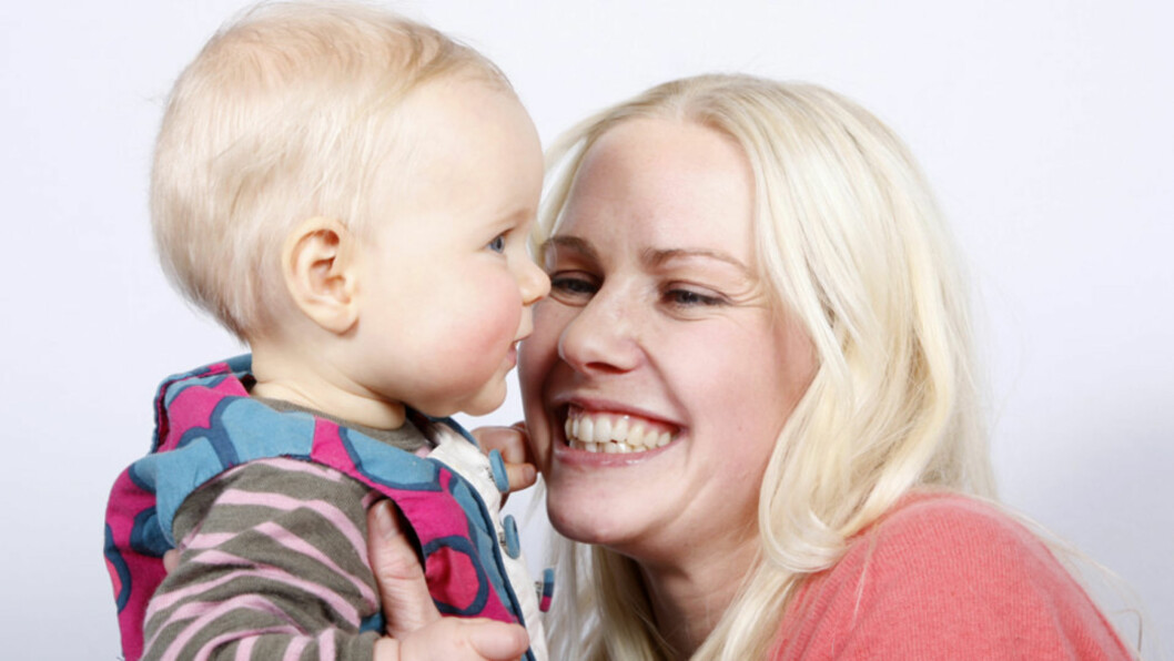 <strong>LYKKELIG MOR:</strong> Venke Knutson fikk en påminnelse om hva livet egentlig handler om da den nyfødte sønnen Villas var hjertesyk. Den fem måneder gamle sønnen er i dag frisktmeldt. Her er artisten imidlertid avbildet med sitt første barn, datteren Vilma,  Foto: SCANPIX