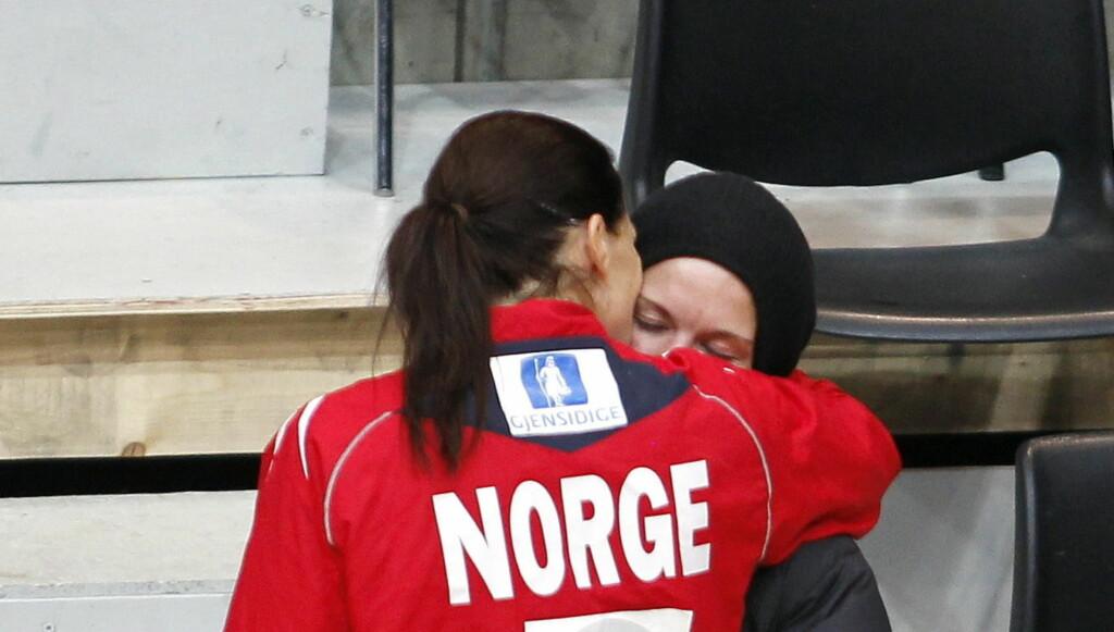 BLIR FORELDRE: Gro Hammerseng og hennes håndballkjæreste Anja Edin gleder seg nå til å bli foreldre sammen. Foto: NTB scanpix