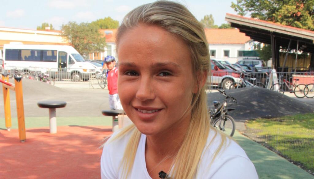 HVILER UT: Legene vet fortsatt ikke hva som feiler Rachel Nordtømme, men ifølge 22-åringen skal hun være på bedringens vei etter sykehusinnleggelsen i forrige uke. Foto: Anders Myhren / Seher.no