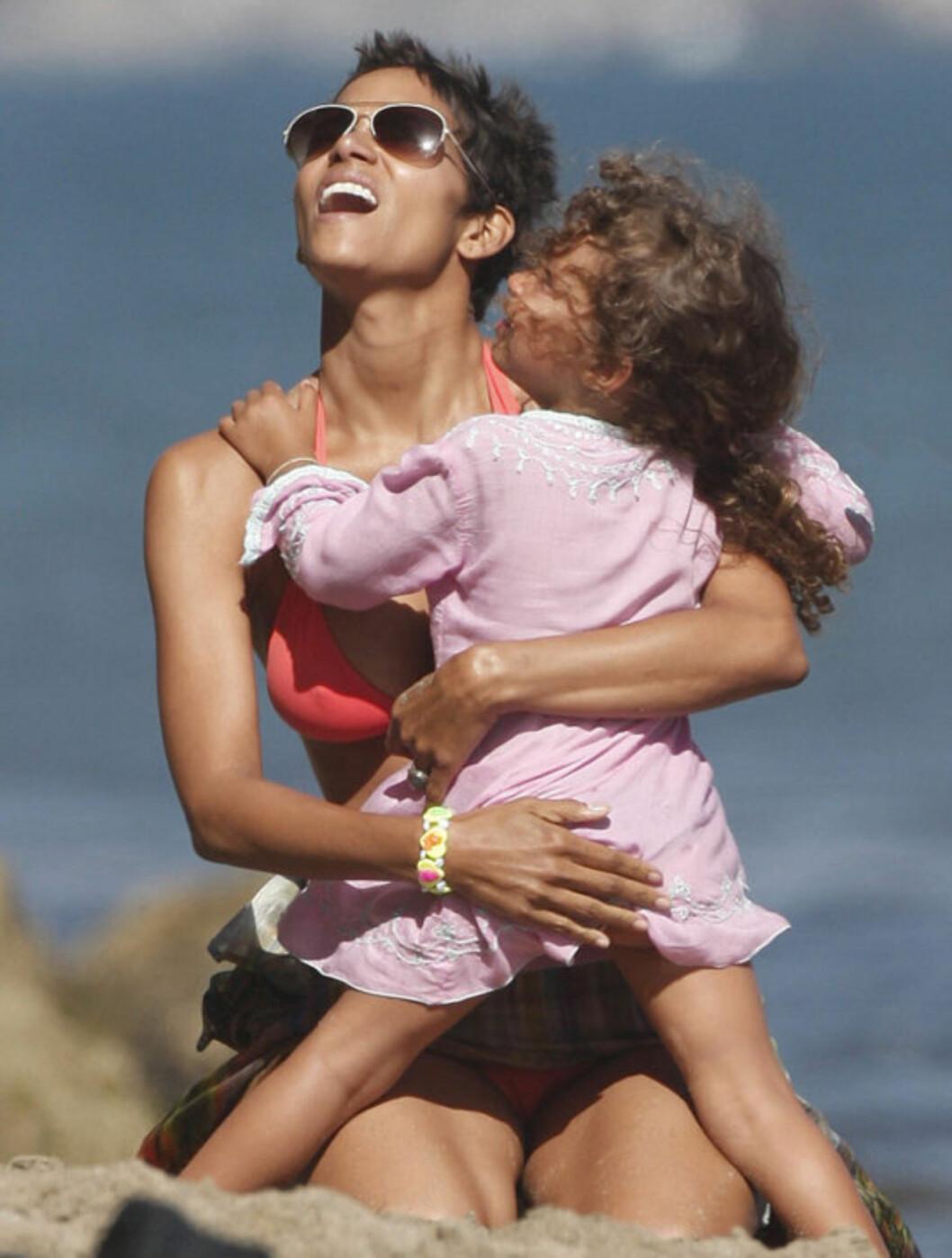 <strong>VAKRE:</strong> Tre år gamle Nahla ser ut til å ha arvet mamma Halle Berrys flotte utseende.   Foto: All Over Press