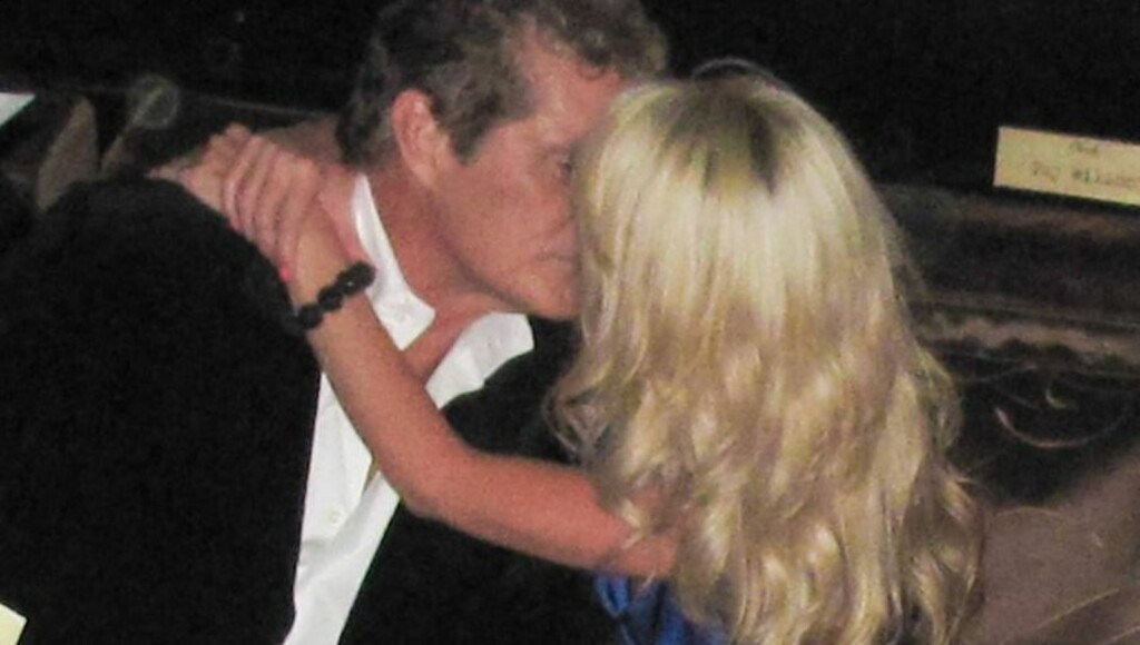 FORELSKET: David Hasselhoff og Hayley Roberts er stormende forelsket, og bryr seg ikke om aldersforskjellen på 27 år. Foto: All Over Press