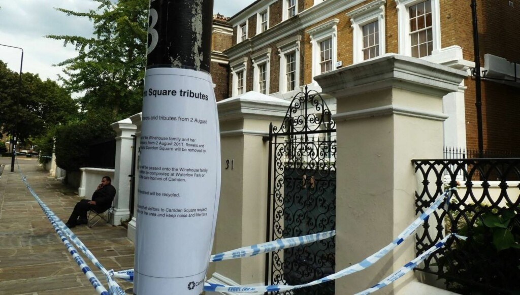 RUNDSTJÅLET: Amy Winehouses hjem i Camden-området i London har blitt rundstjålet etter at popartisten døde brått i juli. Foto: All Over Press