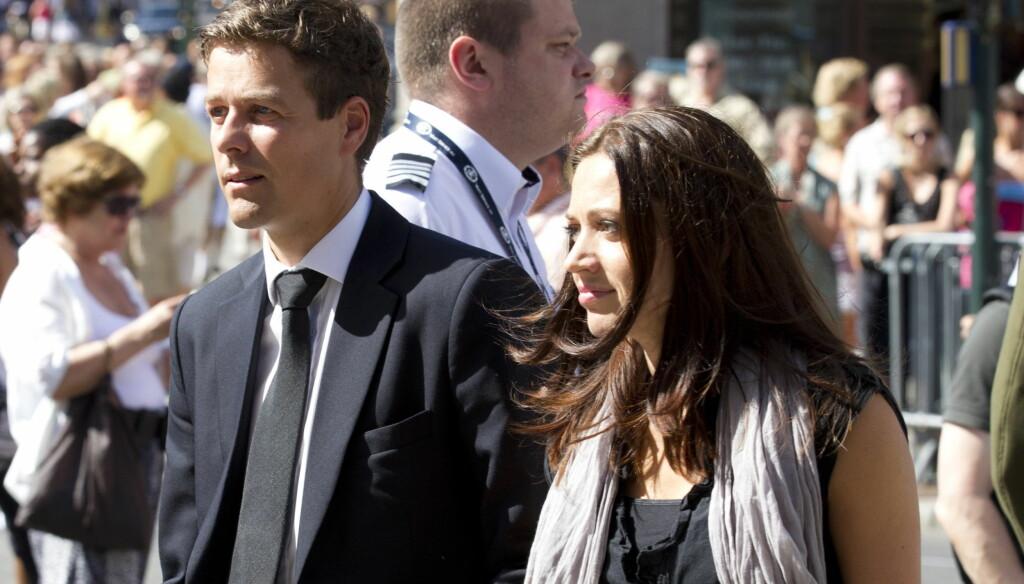 GIFTER SEG: KrF-leder Knut Arild Hareide skal gifte seg med sin kjæreste Lisa Maria Larsen ifølge hans familie. Her er de to sammen under minnekonserten i Oslo for ofrene etter terrorangrepene 22. juli. Foto: SCANPIX