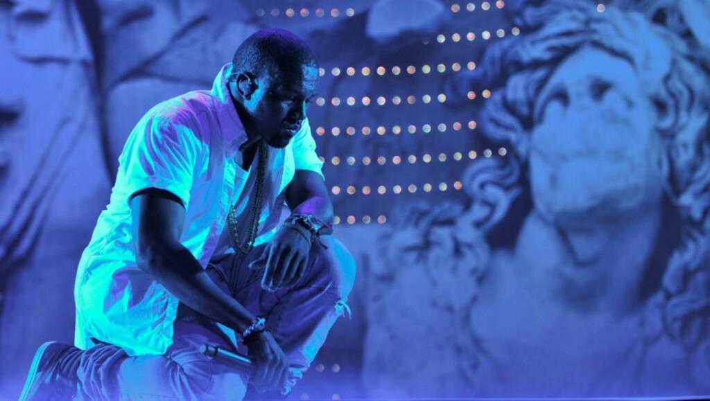 PROVOSERER: Kanye West liker å komme med provoserende utsagn fra scenen. Her fra «The Big Chill Festival» i England hvor han i helgen sammenliknet seg selv med Adolf Hitler.  Foto: All Over Press