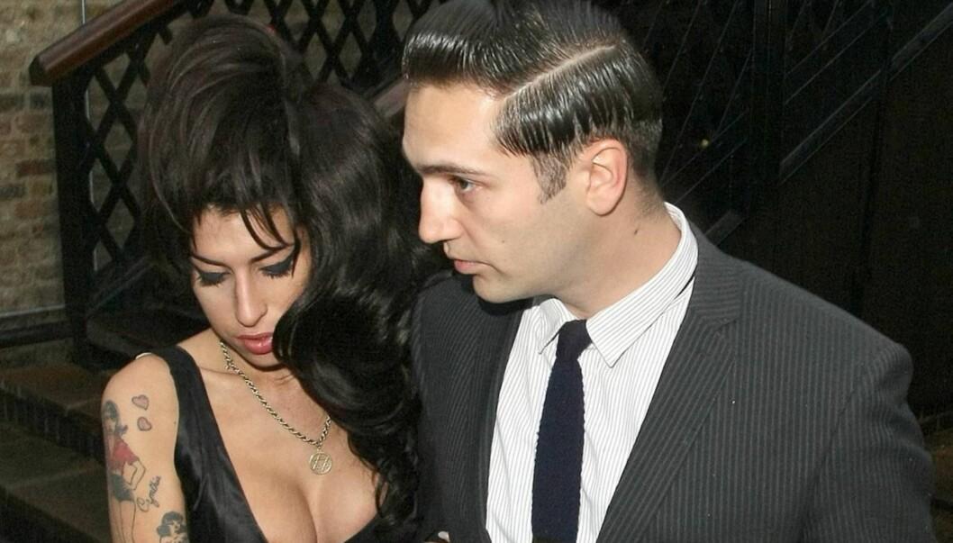 FORLOVET?: Britiske The Sun skriver at Winehouse og Traviss forlovet seg få uker før hun døde. Foto: All Over Press