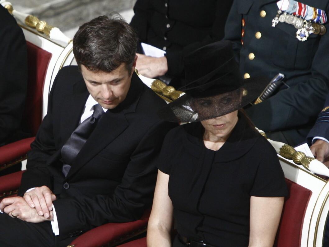 MEDFØLELSE: Den danske kongefamilien deltok på en minnegudstjeneste i København onsdag formiddag for å minnes ofrene i den norske terroraksjonen.