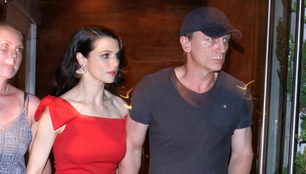 VISTE SEG OFFENTLIG: Det nygifte stjerneparet Daniel Craig og Rachel Weisz viser sin kjærlighet offentlig for første gang under visningen av hennes nye film i New York. Foto: All Over Press