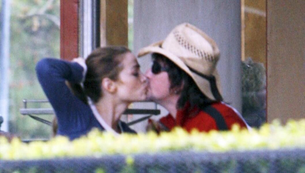 EKSKJÆRESTER: Denise Richards ble sammen med Richie Sambora i 2006. Forholdet tok senere slutt. Foto: All Over Press