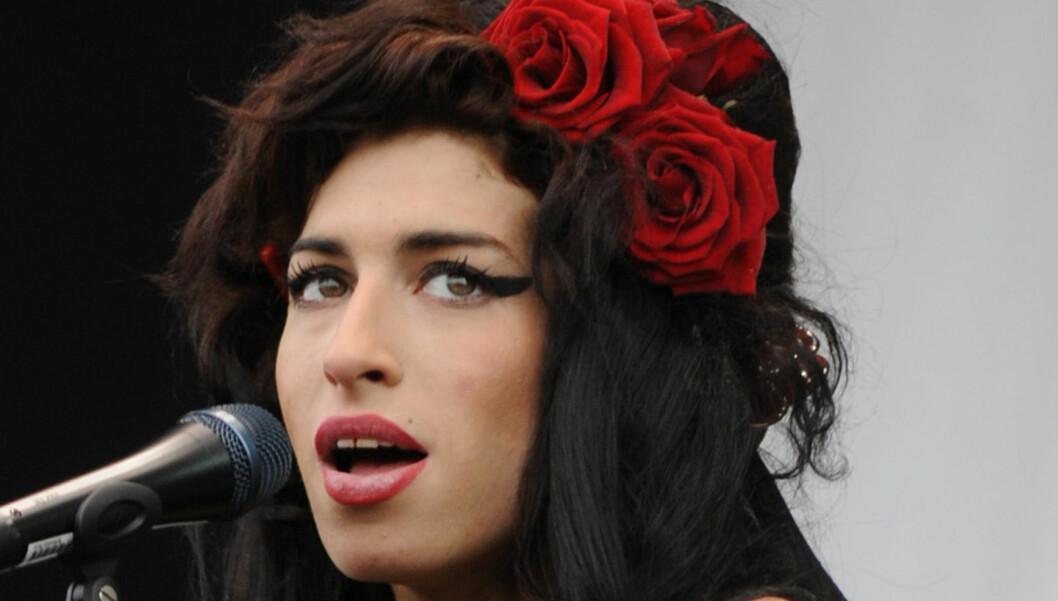 HAR GÅTT BORT: Den britiske pop- og soulartisten Amy Winehouse døde lørdag, av hittil ukjente årsaker. Kilder hevder imidlertid at dødsfallet skyldes dop og alkohol. Både politi og ambulanse var på adressen hennes i Camden i London i 16-tiden, men  Foto: Stella Pictures
