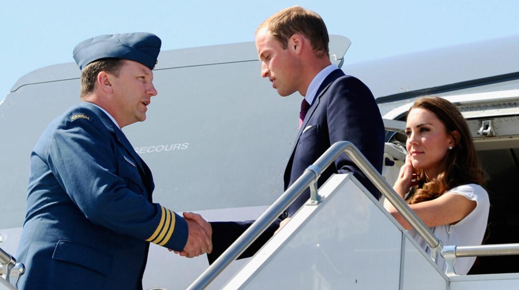 FLAUT FLYSELSKAP: British Airways beklaget på det sterkeste da prins William og hertuginne Kate ble snytt for TV-underholdningen på sin 10-timers flytur hjem fra Los Angeles. Flyselskapet skal ha punget ut i form av tax free-gavekort som plaster på så Foto: All Over Press