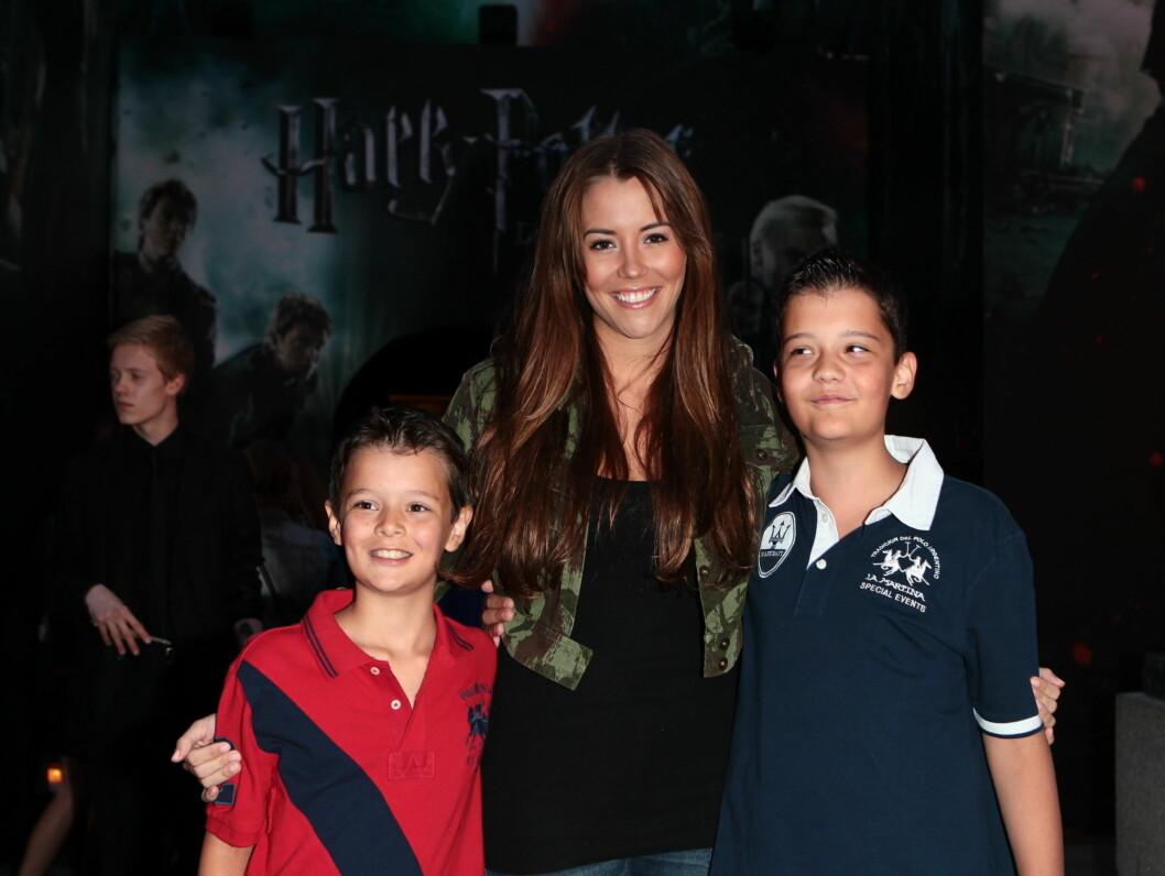 TOK MED BARNA: Marion Ravn var på Harry Potter-premiere sammen med sine nevøer, Patrick og Endre. Foto: Stella Pictures