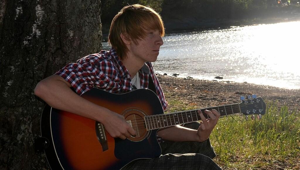 BRUKTE EN TIME PÅ SANGEN: Elias Krogh brukte bare en time på skrive sangen han kom seg videre til semifinalen i Se og Hørs sommerstjerner med.