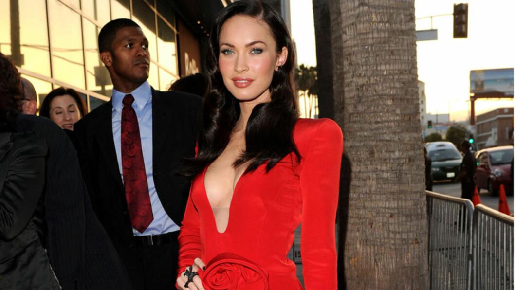 FLOTT FIGUR: Den smekre kroppen til skuespiller Megan Fox har blant annet sikret henne en rekke undertøyskampanjer for Armani. Her viser hun frem sin fine figur på «Jonah Hex»-premieren i Los Angeles i juni 2010.  Foto: All Over Press