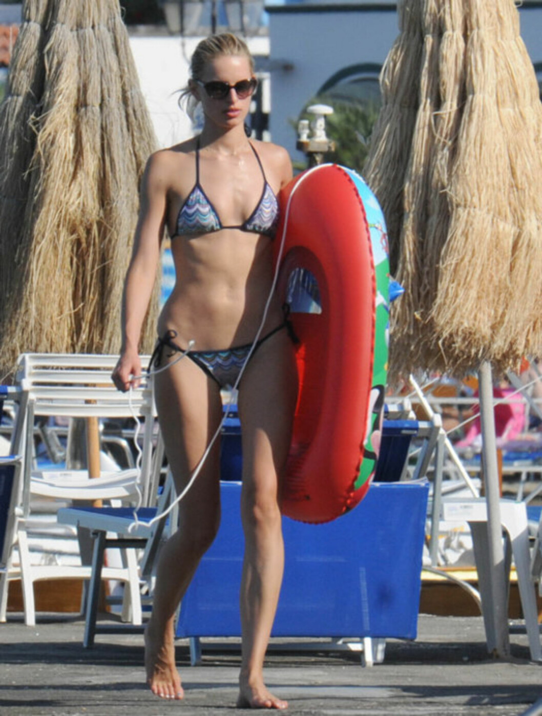 <strong>FLOTT:</strong> Modell Karolina Kurkova er minst like lekker i dag som før fødselen i 2009. Her er hun på vei for å bade med sønnen Tobin Jack.  Foto: All Over Press