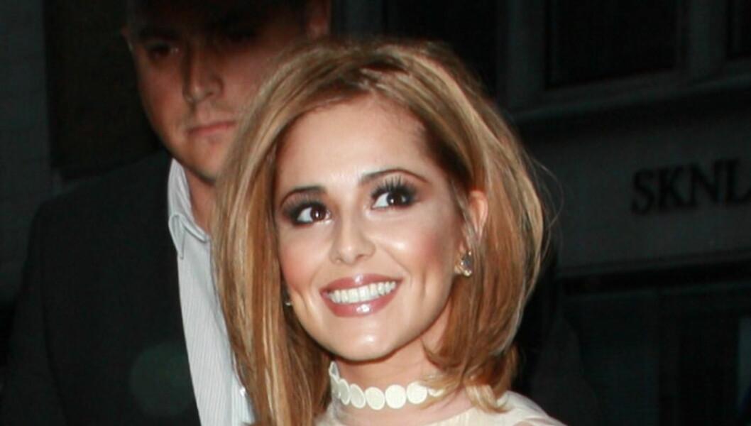 NY SVEIS OG SKYHØYE KRAV: Cheryl Cole avbildet på feiringen av sin 28-årsdag i forrige uke. Nå har hun laget en lang liste med krav til Ashley Cole som han må innfri om de skal bli sammen igjen.  Foto: All Over Press