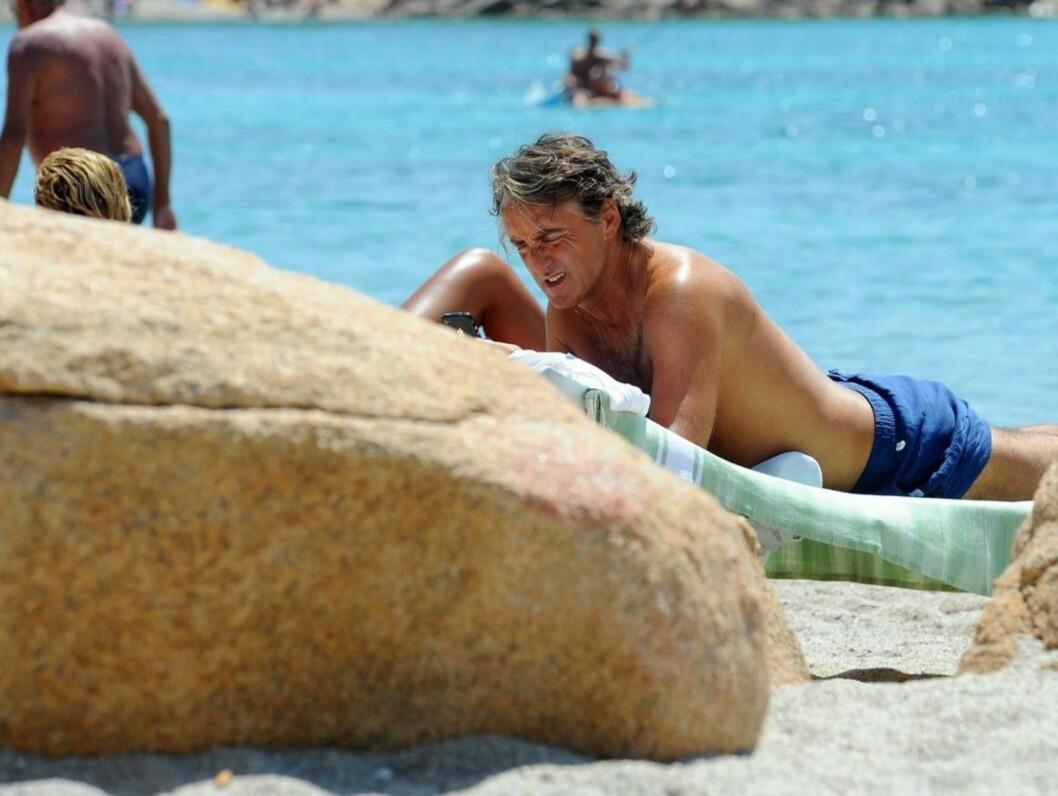 <strong>LADER OPP:</strong> Manchester City-manageren Roberto Mancini så ut til å ha tatt en pause fra taktikkprat da han koblet av på øya Sardinia. Foto: OLYCOM