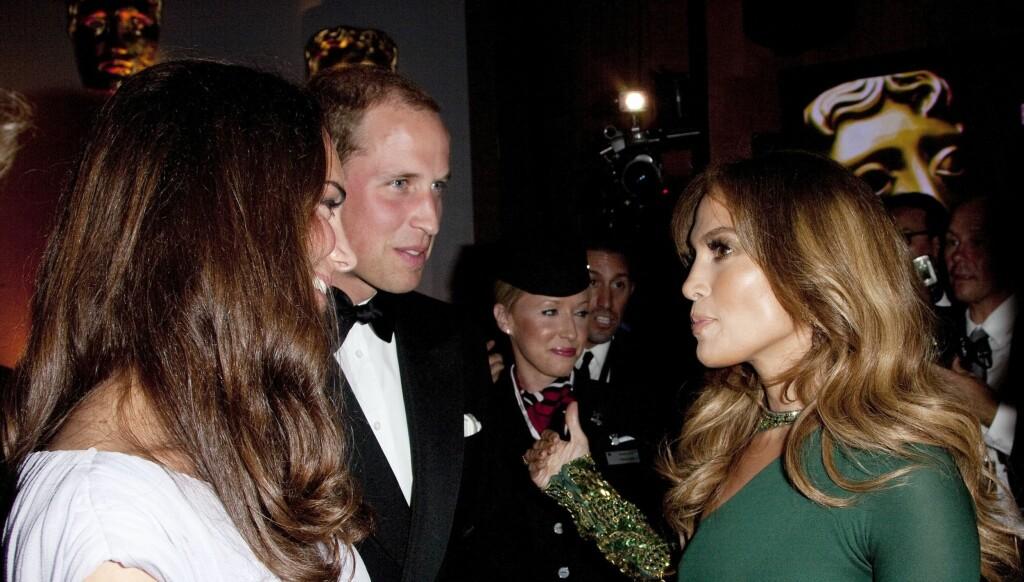 STJERNEMØTE: Jennifer Lopez skulle bare timer før hun møtte prins William og Kate ha dumpet ektemannen. Til BAFTA-festen i Los Angeles kom hun isteden med moren. Foto: All Over Press