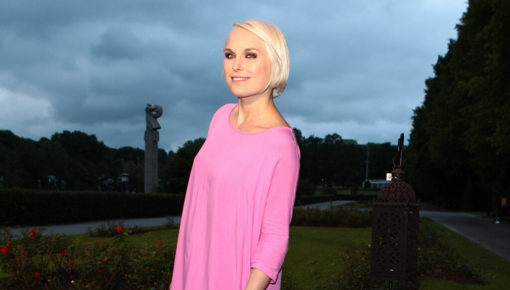 ØKONOMISK: Mens andre kjendiser stilte i rådyre designerantrekk, valgte artist Eva Weel Skram en rosa kjole til bare 200 kroner. Foto: Stella Pictures