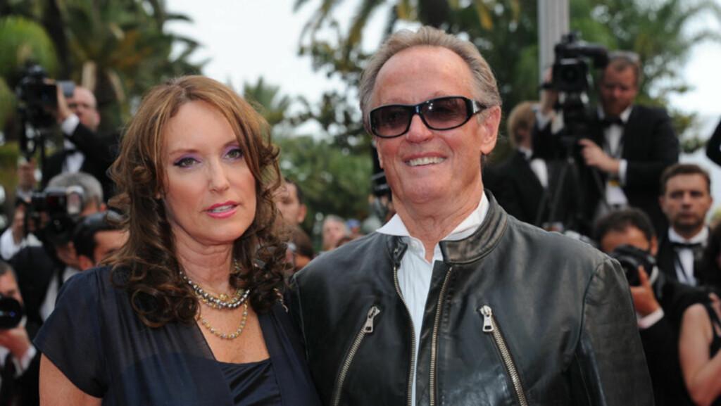 GIFT FOR TREDJE GANG: I helgen giftet kultskuespiller Peter Fonda seg for tredje gang - med kvinne nummer tre, Margaret «Parky» DeVogelaere. Her er de to avbildet under filmfestivalen i Cannes i år. Foto: Stella  Pictures