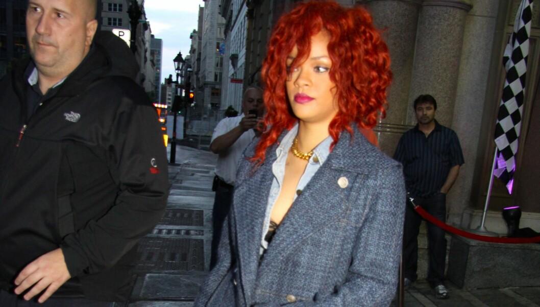 SJOKKERTE: Rihanna tok et godt tak i rumpa til en 16 år gammel fan før en konsert nylig. Etterpå raste familiemedlemmer av jenta. Foto: All Over Press