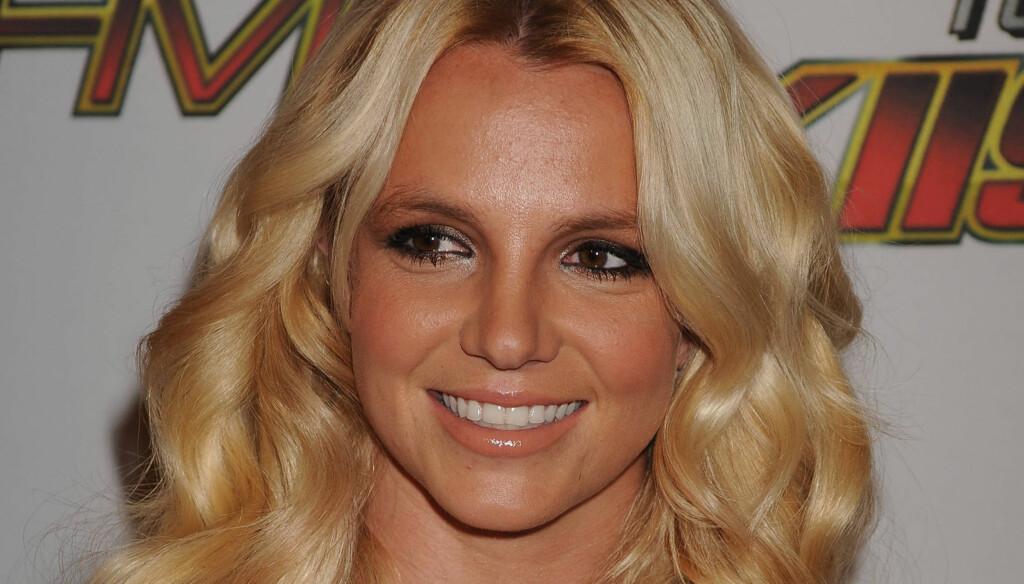 LYKKES FOR TREDJE GANG?: Britney Spears skal være i skyene over frieriet. Nå skal de angivelig gifte seg på Hawaii. Foto: Stella  Pictures