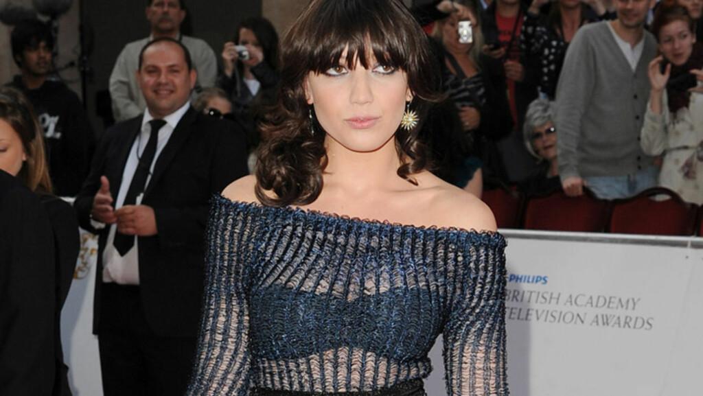 SEXY: Modell Daisy Lowe stilte i en gjennomsiktig, men elegant kjole på utdelingen av den britiske TV-prisen i slutten av mai. Det er først de siste månedene hun har begynt å akseptere at hun ikke er like tynn som andre modeller... Foto: All Over Press
