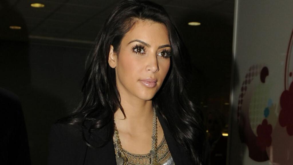VIL BLI MOR: Kim Kardashian har nettopp forlovet seg med Kris Humphries - men planlegger allerede å få barn. Her ankommer hun London Heathrow Airport tirsdag denne uken. Foto: Stella  Pictures