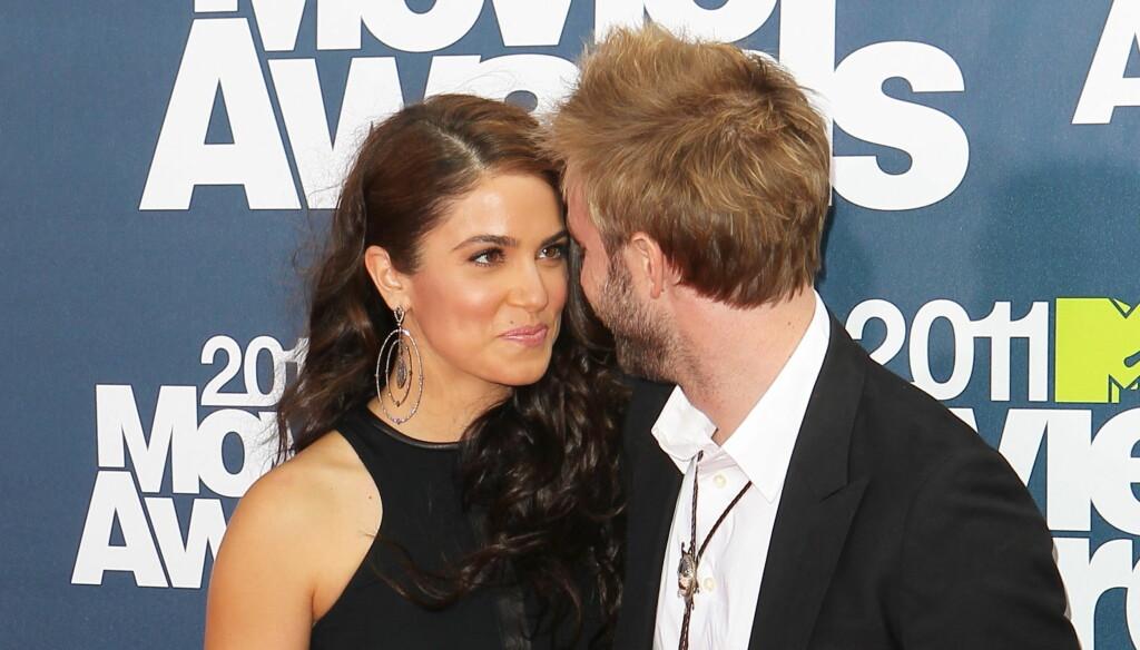 FORELSKET: Paul McDonald og Nikki Reed hadde kun øyne for hverandre da de ankom MTV Movie Awards i Los Angeles søndag. Foto: All Over Press
