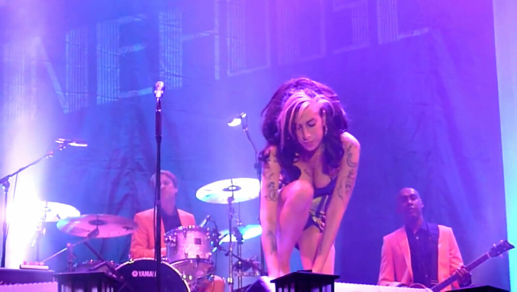 PINLIG: Videobildene fra Amy Winehouse katastrofale konsert i Beograd i helgen, viser en artist som tydelig ikke er i stand til å opptre for fansen.  Foto: Stella Pictures