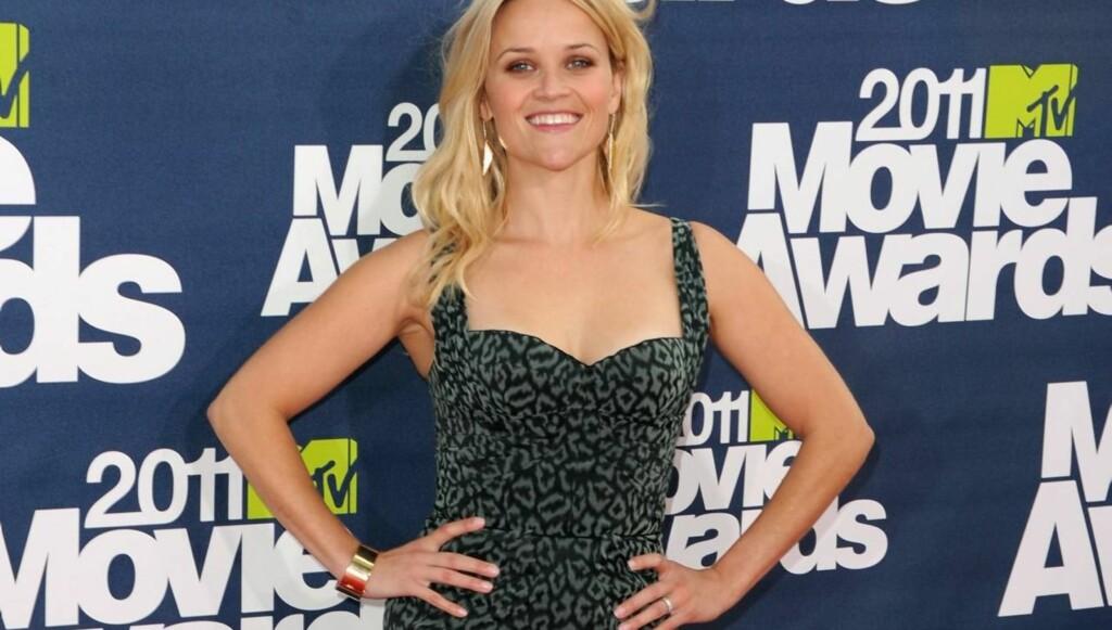 INGEN BABYKUL: Reese Witherspoon viste ingen antydning til at hun ifølge rykter skal vente et nytt barn, da hun ankom MTV-festen i sin kjole fra Zac Posen, Christian Louboutin sko og smykker fra designeren Neil Lane. Foto: All Over Press