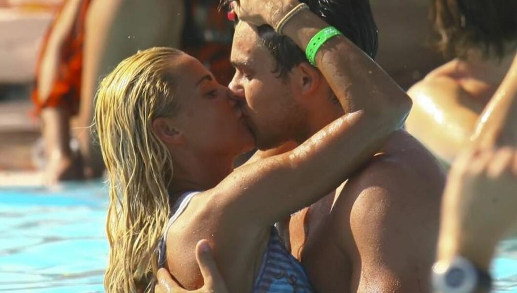 HET STEMNING: Det var ikke bare temperaturen som førte til kokende stemning mellom Katie Price og Leandro Penna i svømmebassenget i Marbella. Foto: Stella  Pictures