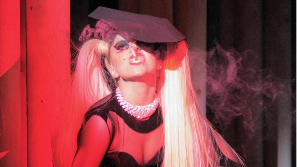 KONTROVERSIELL: Den frittalende Lady Gaga legger ikke mye imellom. Nå innrømmer hun gladelig at hun har hatt trekantsex.  Foto: Stella Pictures